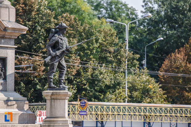 soldat-cu-pusca-monumentul-vanatorilor-din-razboiul-de-independenta-din-ploiesti-judetul-prahova.jpg