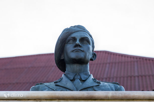 soldat-de-la-monumentul-eroilor-cazuti-in-razboaiele-mondiale-i-si-ii-din-chiuzbaia-judetul-maramures.jpg