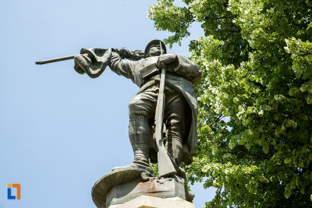 soldat-de-pe-monumentul-eroilor-din-patarlagele-judetul-buzau.jpg