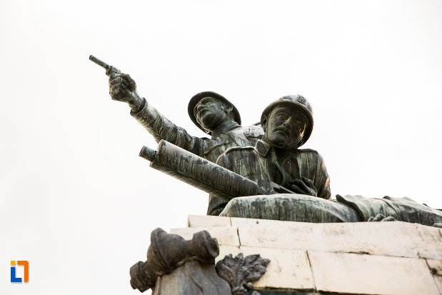 soldati-de-la-monumentul-eroilor-din-primul-razboi-mondial-din-botosani-judetul-botosani.jpg