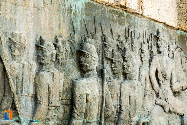soldati-sculptati-pe-monumentul-comemorativ-al-razboiului-de-independenta-din-calafat-judetul-dolj.jpg