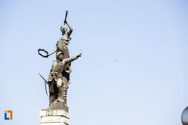 soldatii-de-pe-monumentul-eroilor-din-oltenita-judetul-calarasi.jpg