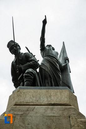 soldatii-de-pe-monumentul-independentei-din-focsani-judetul-vrancea.jpg