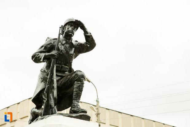 soldatul-de-la-monumentul-eroilor-cazuti-pentru-patrie-din-beresti-judetul-galati.jpg