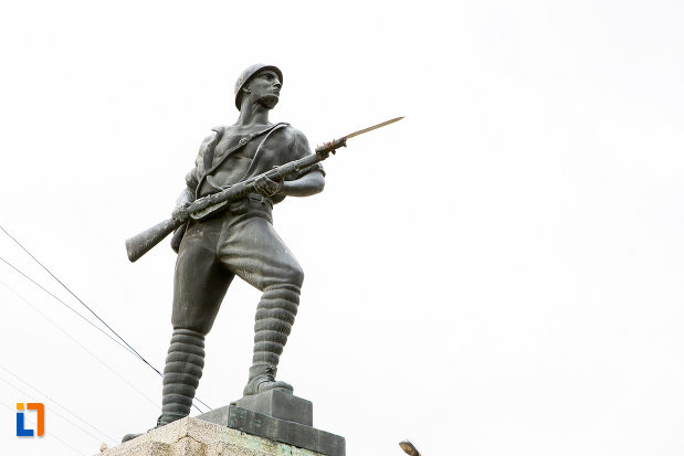 soldatul-de-la-monumentul-eroilor-din-primul-razboi-mondial-din-moreni-judetul-dambovita.jpg