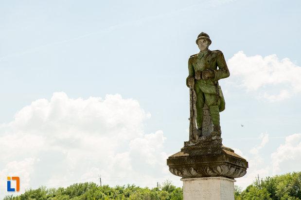 soldatul-de-la-monumentul-eroilor-din-scornicesti-judetul-olt.jpg