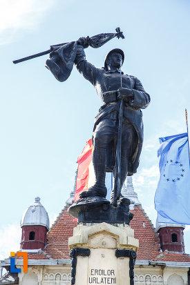 soldatul-de-la-monumentul-eroilor-din-urlati-judetul-prahova.jpg