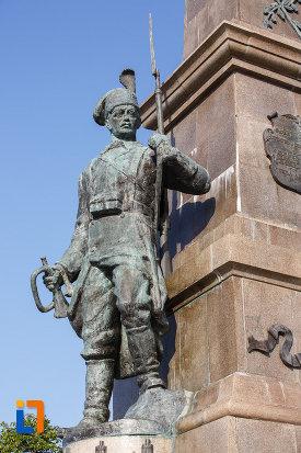 soldatul-de-la-monumentul-independentei-1899-din-tulcea-judetul-tulcea.jpg