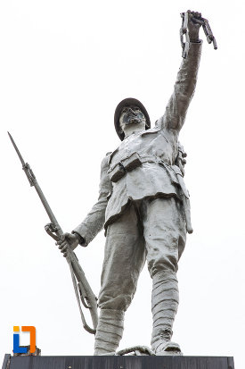 soldatul-de-pe-monumentul-eroilor-din-fusea-judetul-dambovita.jpg