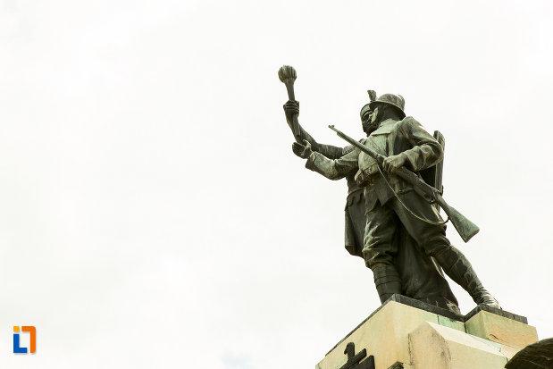 soldatul-de-pe-monumentul-eroilor-din-primul-razboi-mondial-din-drobeta-turnu-severin-judetul-mehedinti.jpg