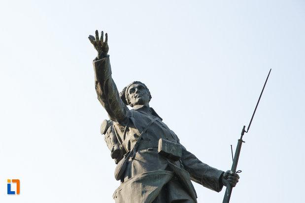 soldatul-de-pe-monumentul-eroilor-din-turnu-magurele-judetul-teleorman.jpg