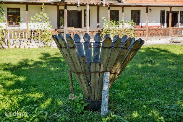 spalatoare-muzeul-satului-osenesc-din-negresti-oas-judetul-satu-mare.jpg