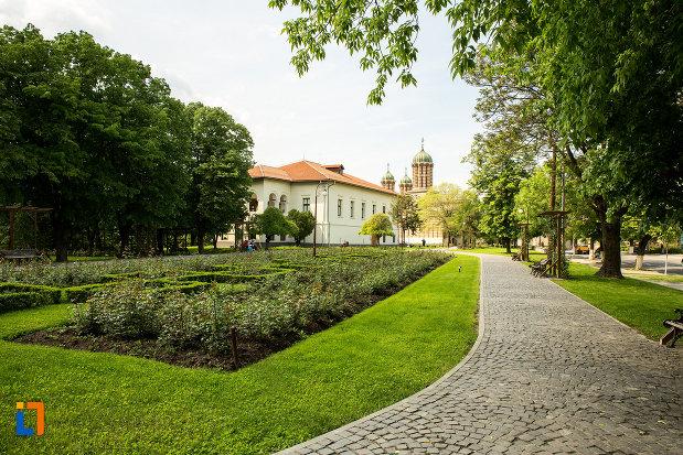 spatiu-verde-din-orasul-craiova-judetul-dolj.jpg