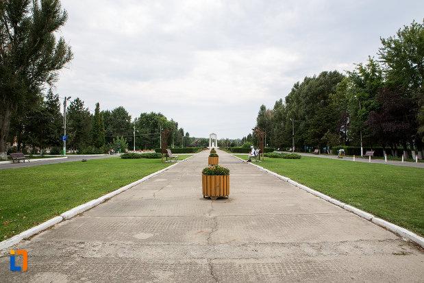 spatiu-verde-din-orasul-slobozia-judetul-ialomita.jpg