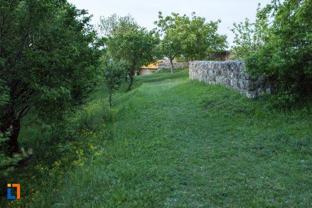 spatiu-verde-langa-asezarea-romana-sucidava-din-corabia-judetul-olt.jpg