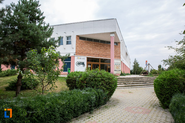 spatiu-verde-langa-muzeul-agriculturii-din-slobozia-judetul-ialomita.jpg