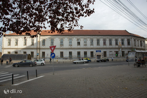spitalul-judetean-fostul-spital-orasenesc-din-oradea-judetul-bihor.jpg