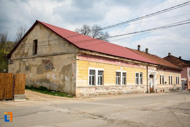 spitalul-vechi-azi-dezafectat-din-anina-judetul-caras-severin.jpg