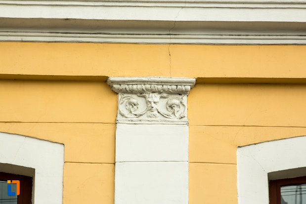 stalp-cu-detalii-muzeul-judetean-de-arheologie-si-istorie-din-targu-jiu-judetul-gorj.jpg