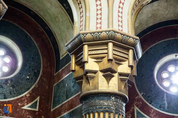 stalp-din-mausoleul-familiei-filisanu-din-filiasi-judetul-dolj.jpg