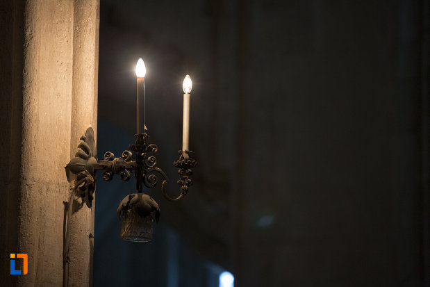 stativ-si-lumananri-din-biserica-sfantul-mihail-din-cluj-napoca-judetul-cluj.jpg