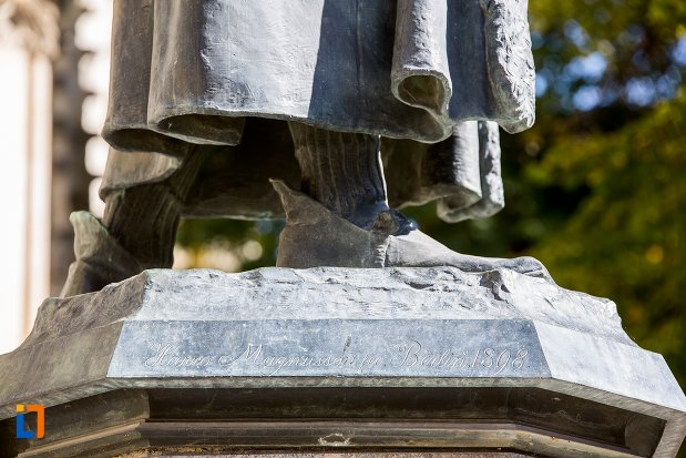 stativul-de-la-statuia-lui-johannes-honterus-din-brasov-judetul-brasov.jpg