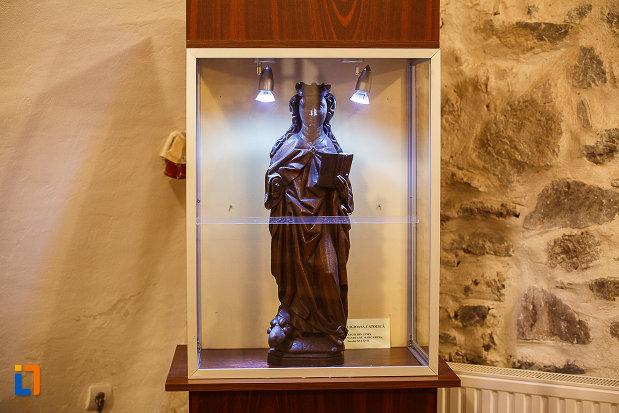 statueta-aflata-la-castelul-corvinilor-azi-muzeu-din-hunedoara-judetul-hunedoara.jpg