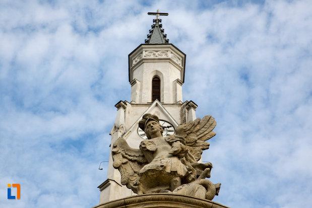 statueta-de-pe-poarta-biserica-romano-catolica-sf-pertu-din-cluj-napoca-judetul-cluj.jpg