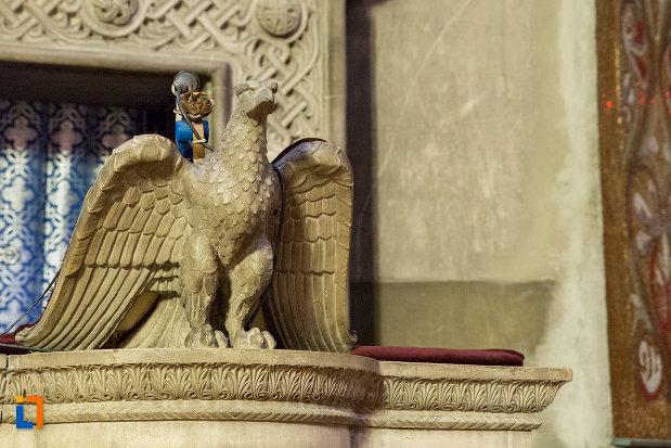 statueta-din-catedrala-ortodoxa-a-vadului-feleacului-si-clujului-din-cluj-napoca-judetul-cluj.jpg
