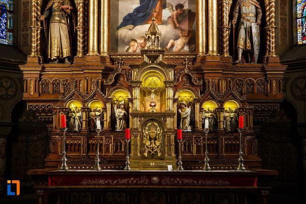 statuete-aflate-in-catedrala-romano-catolica-millenium-din-timisoara-judetul-timis.jpg