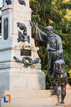 statui-de-la-baza-monumentului-lui-traian-din-braila-judetul-braila.jpg