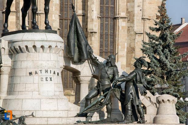 statui-de-la-baza-statuia-lui-matei-corvin-din-cluj-napoca-judetul-cluj.jpg