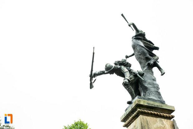 statui-de-pe-monumentul-eroilor-din-primul-razboi-mondial-din-bailesti-judetul-dolj.jpg