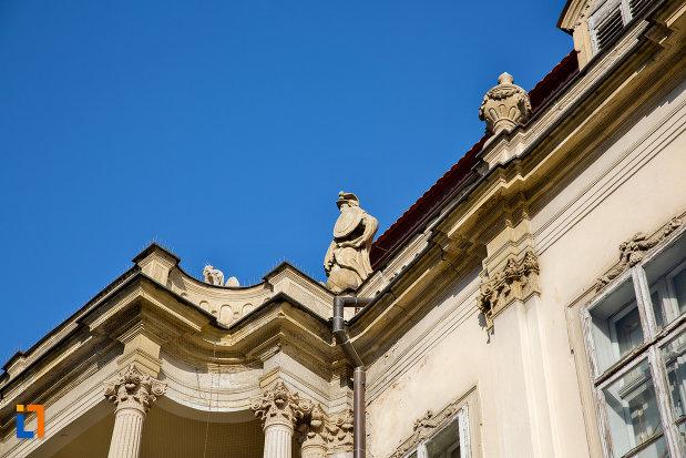 statui-de-pe-palatul-banffy-din-cluj-napoca-judetul-cluj.jpg