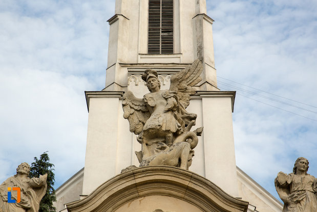 statui-la-intrarea-in-biserica-romano-catolica-sf-pertu-din-cluj-napoca-judetul-cluj-2.jpg