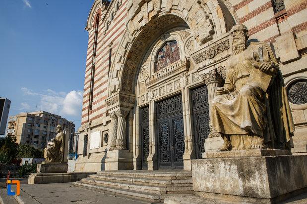 statui-si-trepte-de-la-catedrala-sf-ioan-botezatorul-din-ploiesti-judetul-prahova.jpg