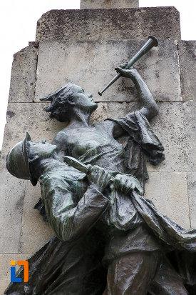 statui-simbolice-de-la-monumentul-eroilor-din-azuga-judetul-prahova.jpg
