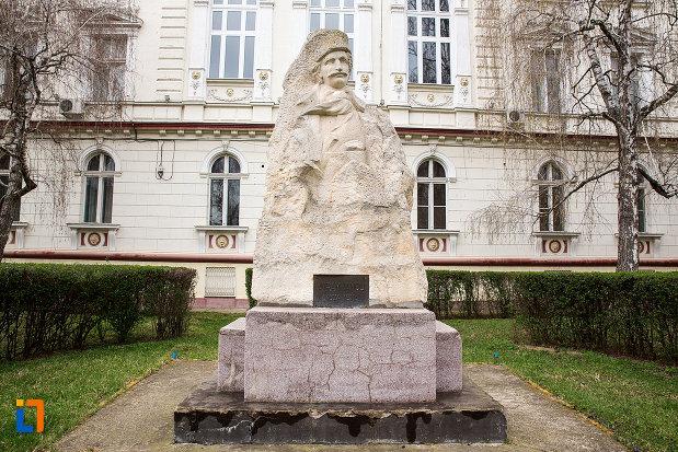 statuia-avram-iancu-din-arad-judetul-arad.jpg