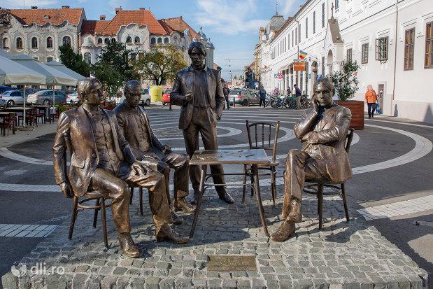 statuia-cum-membrii-fondatori-ai-societatii-literare-a-holnap-din-oradea-judetul-bihor.jpg