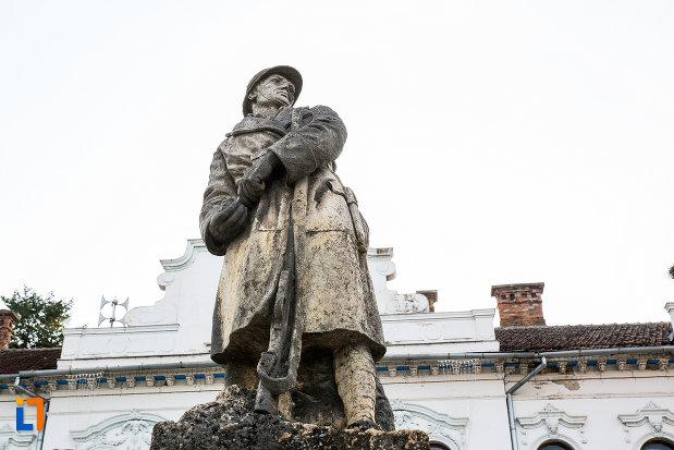 statuia-de-pe-monumentul-eroilor-din-primul-razboi-mondial-din-bocsa-judetul-caras-severin.jpg