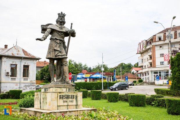 statuia-domnitorului-basarab-i-din-curtea-de-arges-judetul-arges.jpg