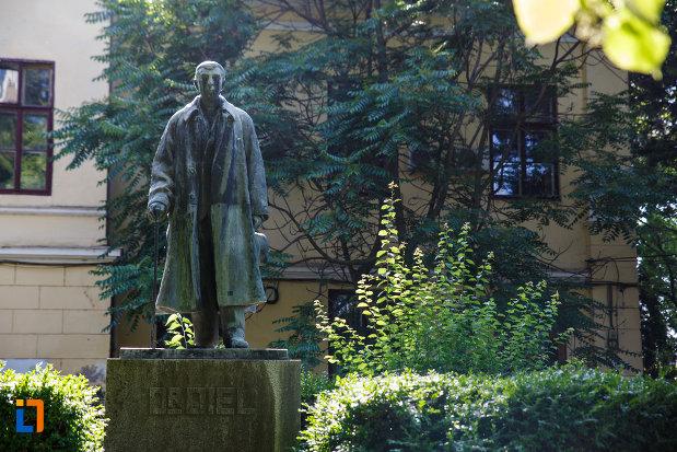 statuia-dr-karl-diel-din-jimbolia-judetul-timis-vazuta-din-fata.jpg