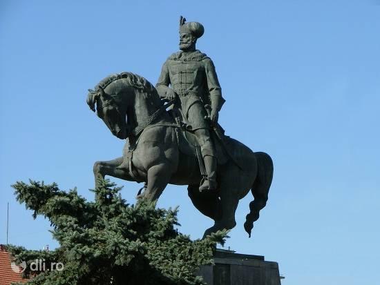 statuia-ecvestra-a-lui-mihai-viteazul-din-cluj-napoca.jpg