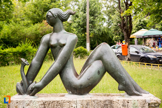statuia-fata-cu-floare-din-eforie-nord-judetul-constanta.jpg