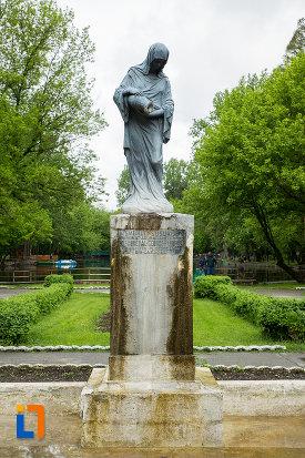 statuia-isvorul-susurului-din-caracal-judetul-olt.jpg