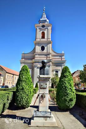 statuia-kolcsei-ferenc-satu-mare-in-gradina-la-biserica-cu-lanturi.jpg