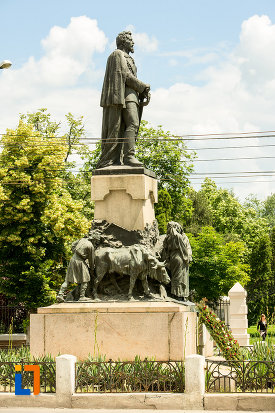 statuia-lui-al-i-cuza-din-galati-judetul-galati-vazuta-din-lateral.jpg