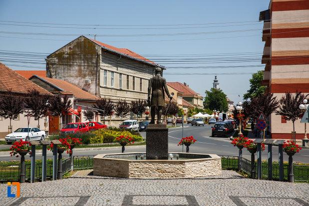 statuia-lui-alexander-i-nako-din-sannicolau-mare-judetul-timis-pozat-din-spate.jpg