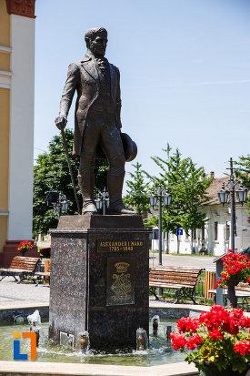 statuia-lui-alexander-i-nako-din-sannicolau-mare-judetul-timis-vazut-dintr-o-parte.jpg