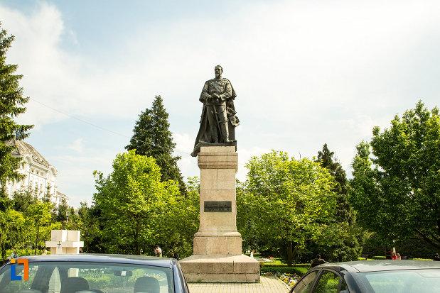 statuia-lui-alexandru-ioan-cuza-din-craiova-judetul-dolj.jpg